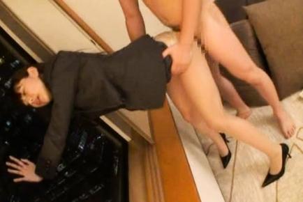 Shiori Hazuki Asian office gal spreads her legs