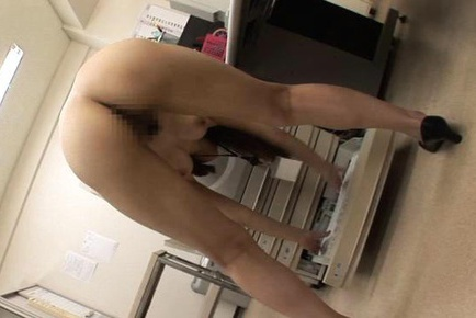 Beautiful Arisa Aizawa in office suit exposes hot naked body