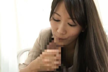 Kozue Hirayama enjoys oral session at the office