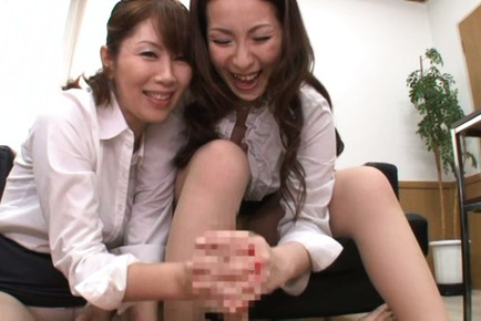 Chisato Shohda and friends enjoying rough POV threesome handjob