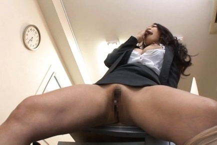 Sexy office chick Reiko Kobayakawa masturbates solo in the office